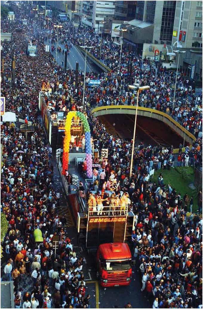 2004_AVENIDA PAULISTA_DESFILE GAY